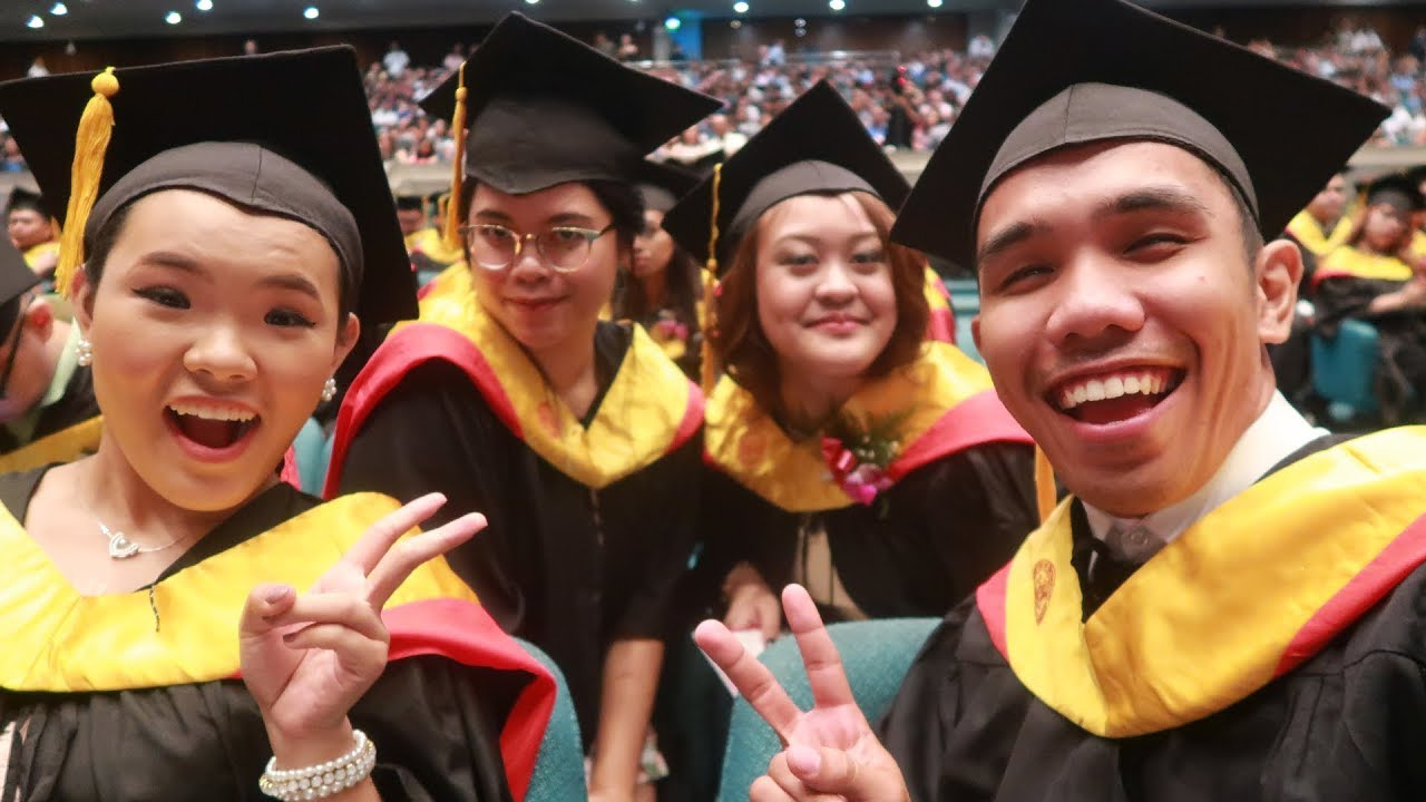 4 Tips for College Graduation Day  Start School Now