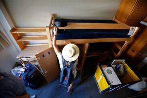 6 Tips for Freshmen Living in a Dorm
