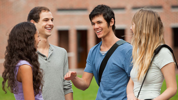 3 tips for meeting people while in college